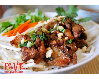 25. Bun Thit Nuong - Vermicelli with grilled pork
