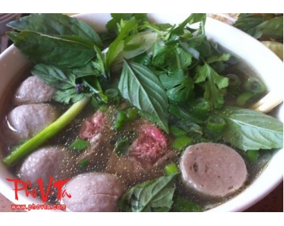 22. Pho tai, Bo vien - Rare beef slices and beef balls