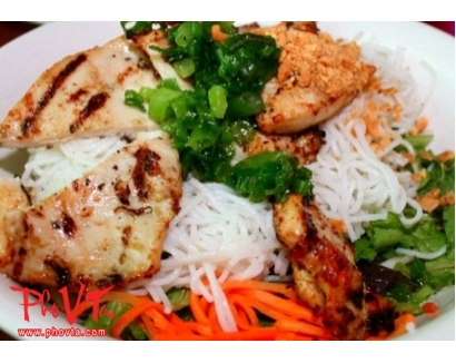 26. Bun Ga Nuong - Vermicelli with grilled chicken