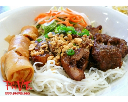 27. Bun Cha Gio, Thit Nuong - Vermicelli with spring rolls and grilled pork